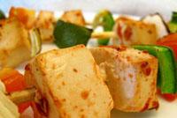 Espetinhos de tofu e cogumelos